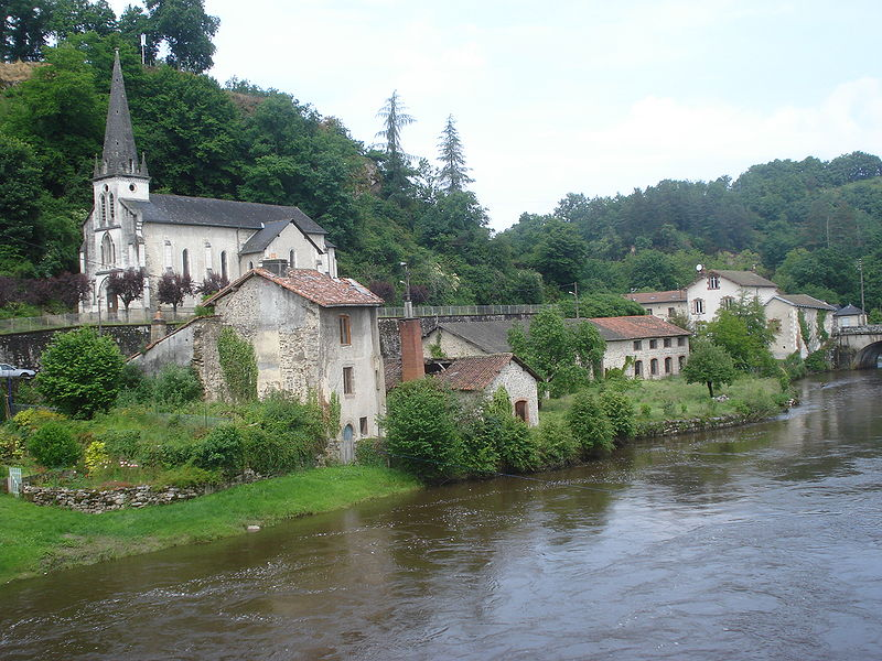 800px-Vienne river and church Pont-de-Noblat