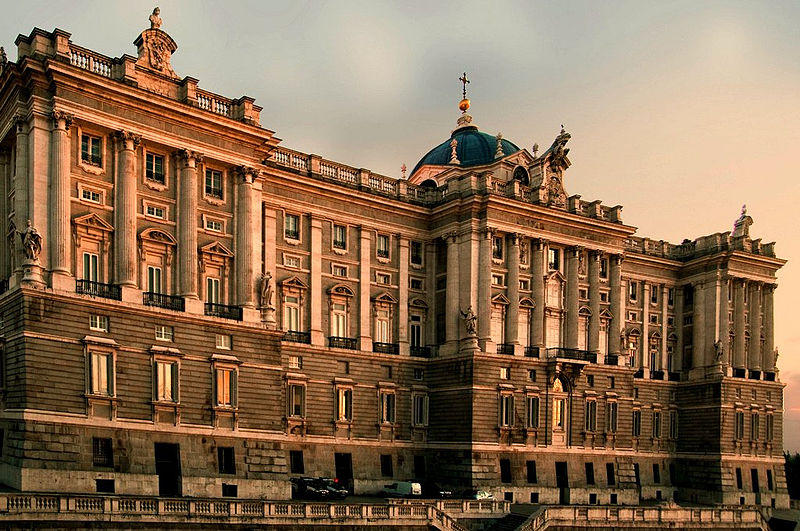 800px-Palacio Real de Madrid